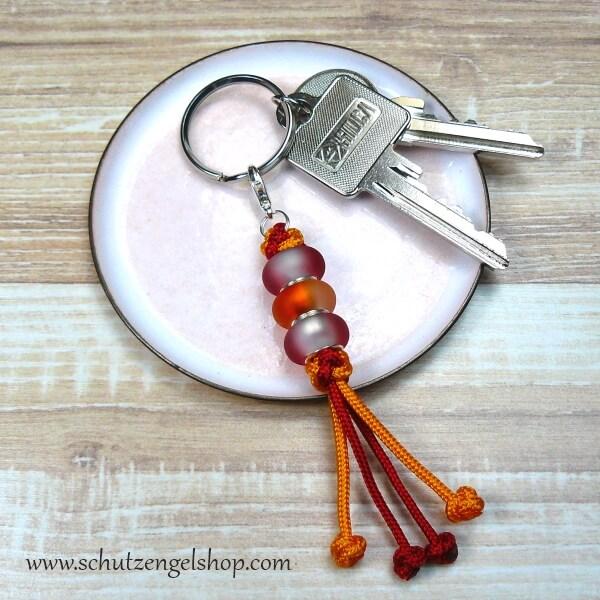 Schlüsselanhänger aus Paracord mit Perlen in rot und orange