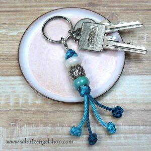 Schlüsselanhänger aus Paracord in türkis und petrol und Perlen aus Kunststoff und Metall