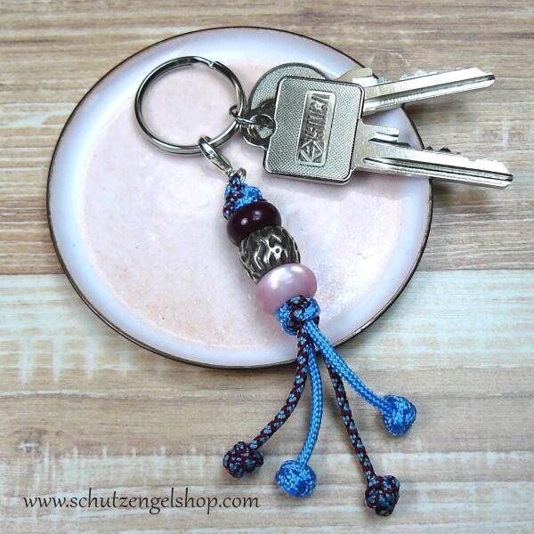 Schlüsselanhänger aus Paracord in hellblau und bordeaux und 3 passenden Perlen