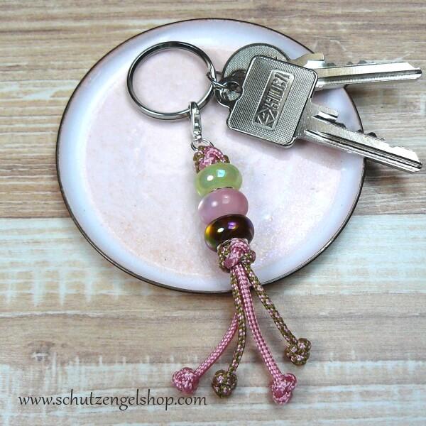 Schlüsselanhänger aus Paracord in rosa und olivgrün mit 3 passenden Perlen