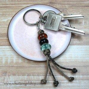 Schlüsselanhänger aus Paracord und Perlen in rost, schwarz und grün