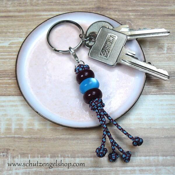 Schlüsselanhänger aus Paracord und 3 Perlen in hellblau und bordeaux