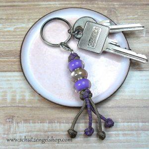 Schlüsselanhänger aus Paracord und Perlen in taupe und lila