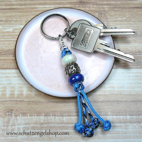 Schlüsselanhänger aus Paracord blau mit 2 Kunststoffperlen und einer Perle aus Metall