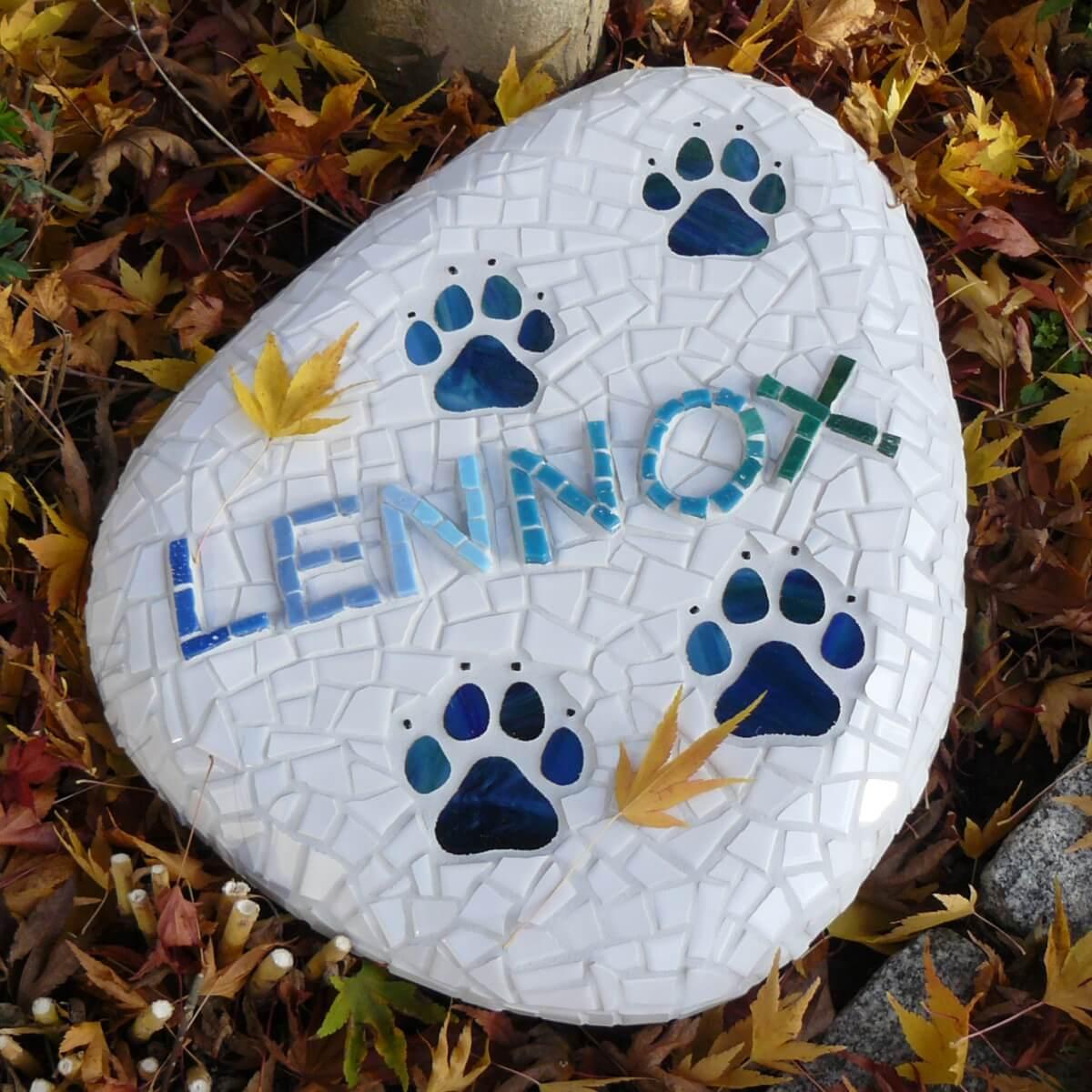 Gedenkstein für Hund Lennox