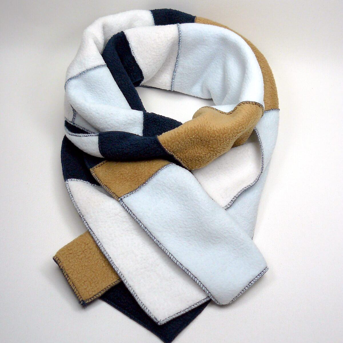 Schal auf Fleece